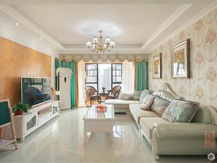 电视背景用的斜铺贴暖色的瓷砖,避免空间冰冷,窗帘用冷暖撞色,丰富空间颜色层次